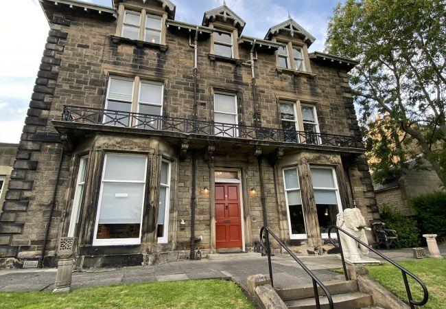 Rent by room in Edinburgh - No.6 West Coates 11 Suite