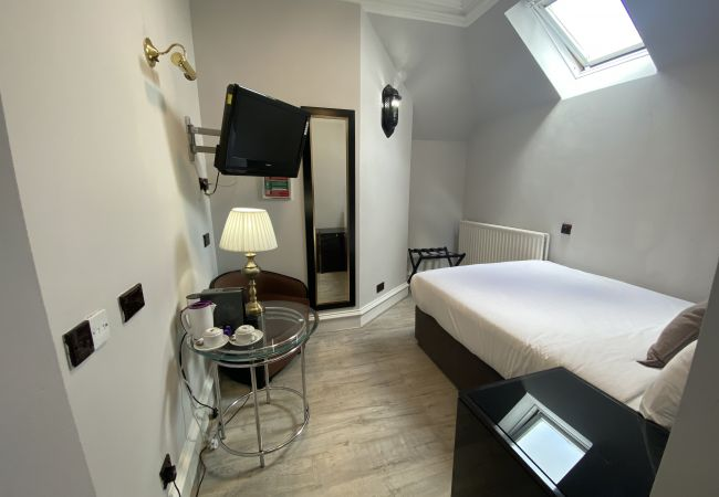 Rent by room in Edinburgh - No.6 West Coates 15 Double